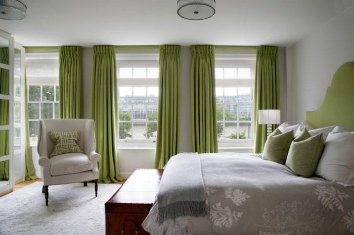 Спальня - фото с зелеными обоями