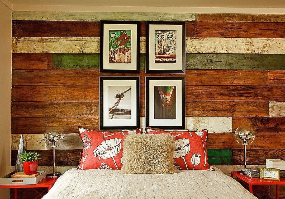 Стена из досок в спальне
