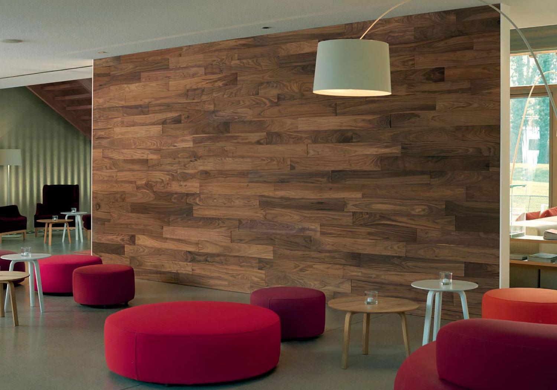 Деревянные панели на стене горизонтально
