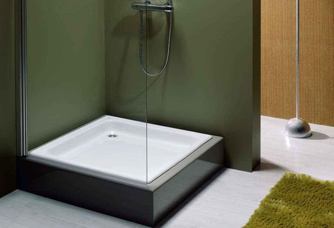 Квадратный душевой поддон самый распространенный. Его форма подойдет почти для всех ванных комнат.