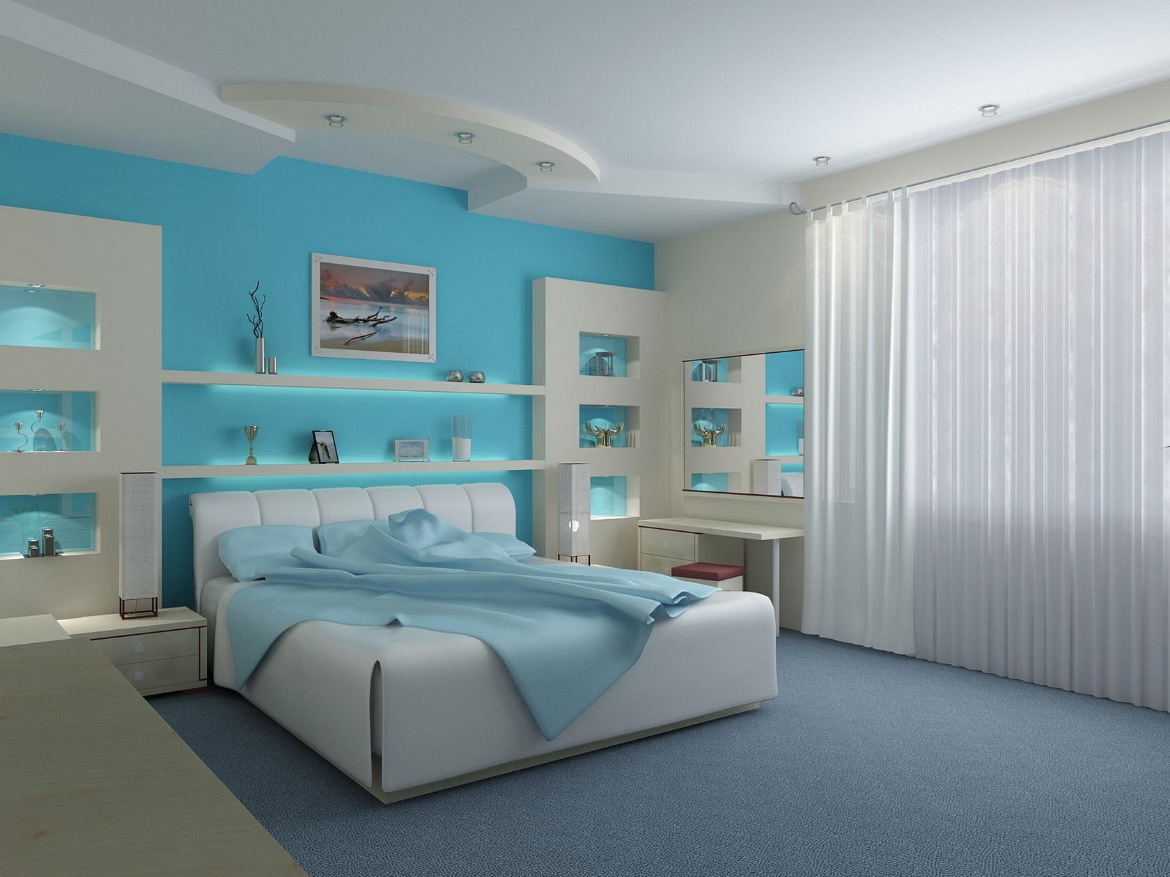 Спальня с голубой стеной