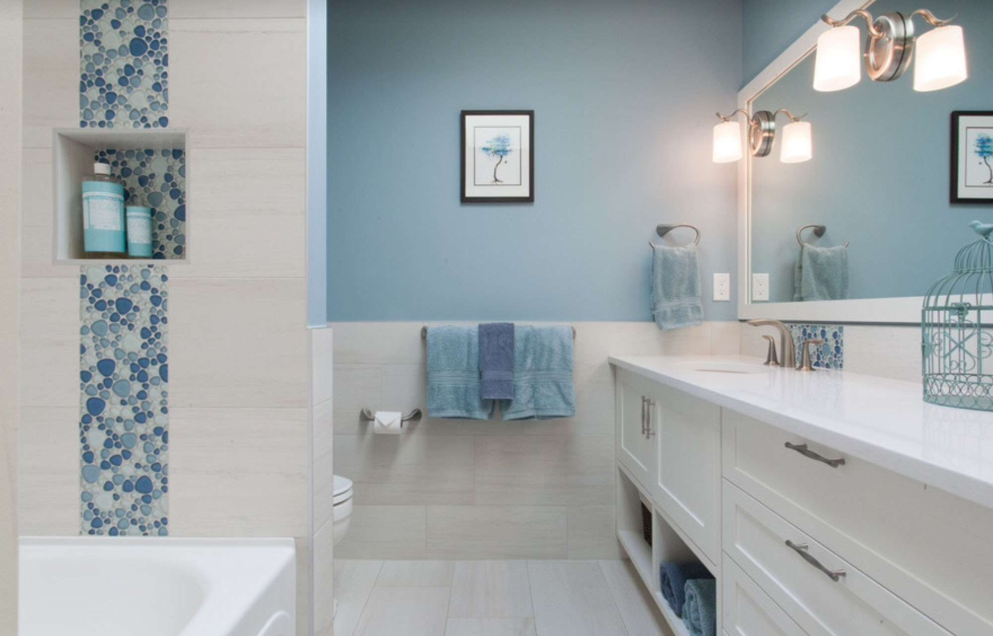 Ванная в нежно-голубом цвете