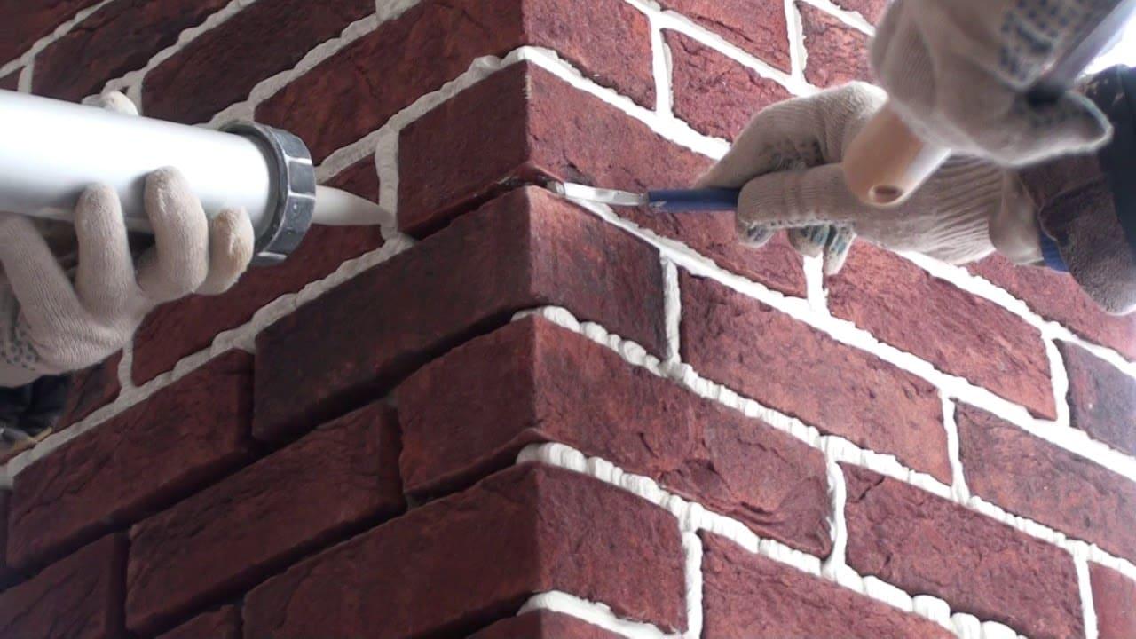 Клинкерная плитка на фасаде частного дома смотрится очень эффектно.