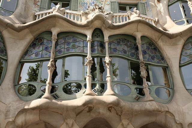 Окна с витражами - Барселона, Гауди.
